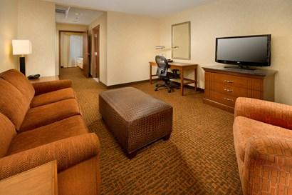 Drury Inn & Suites Valdosta - Two-room Suite Guestroom