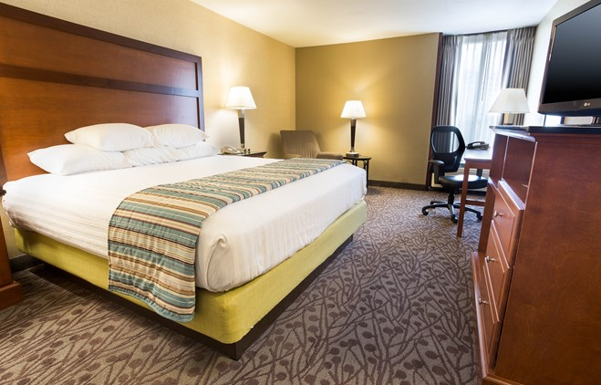 Drury Inn & Suites Atlanta Airport - Deluxe King Guestroom