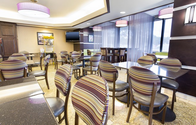 Drury Inn & Suites Atlanta Airport - Dining Area