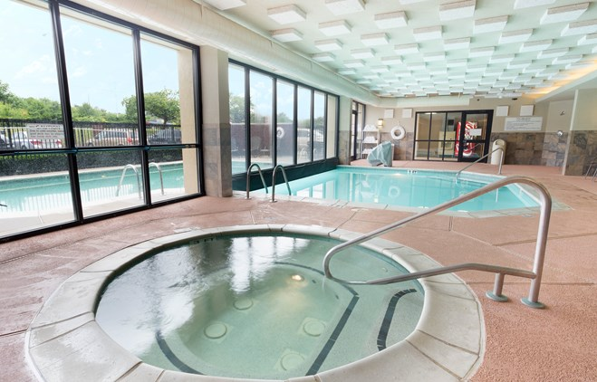 Drury Inn & Suites Atlanta Airport - Indoor/Outdoor Pool