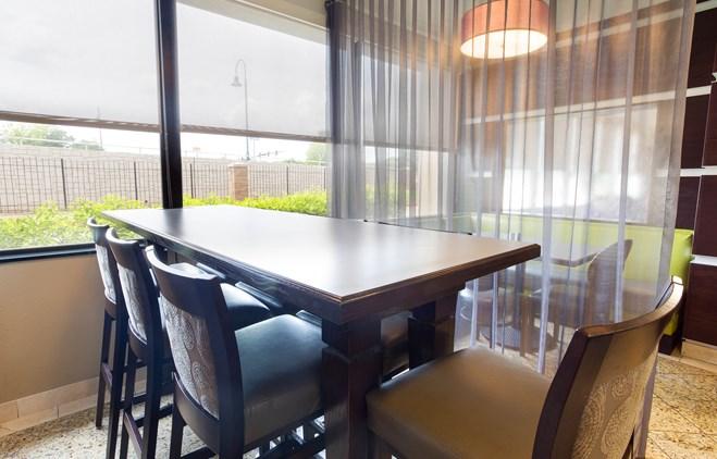 Drury Inn & Suites Atlanta Morrow - Dining Area