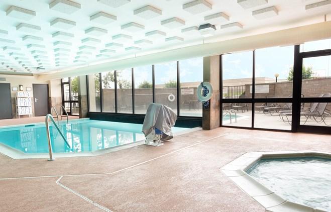 Drury Inn & Suites Atlanta Morrow - Indoor/Outdoor Pool