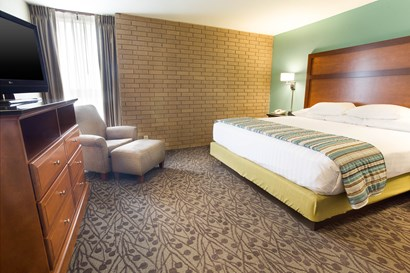 Drury Inn & Suites Atlanta Morrow - Two-room Suite Guestroom