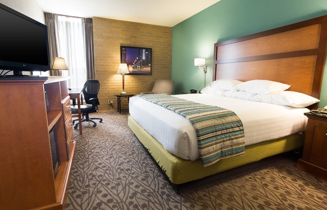 Drury Inn & Suites Atlanta Morrow - Deluxe King Guestroom