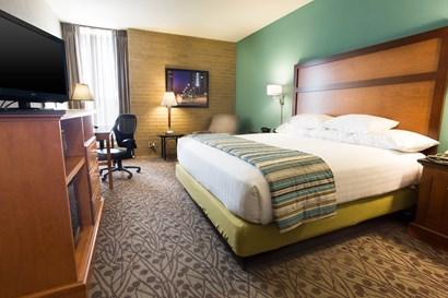 Drury Inn & Suites Atlanta Morrow - Deluxe King Guestroom