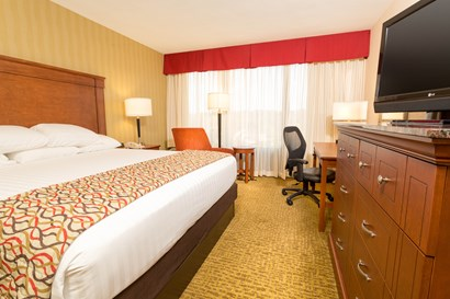 Drury Inn & Suites Atlanta Northwest - Deluxe King Guestroom
