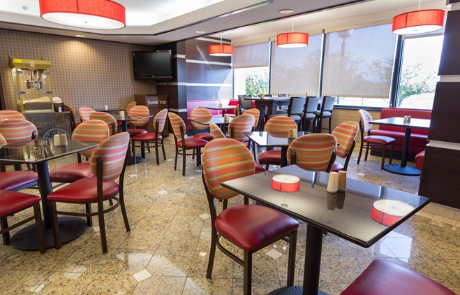 Drury Inn & Suites Champaign - Dining Area
