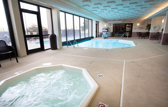 Drury Inn & Suites Champaign - Indoor/Outdoor Pool