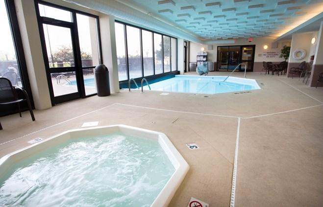 Drury Inn & Suites Champaign - Indoor/Outdoor Pool