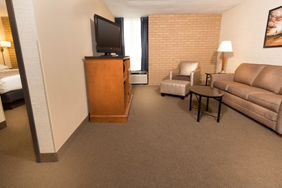 Drury Inn & Suites Champaign - Two-room Suite Guestroom