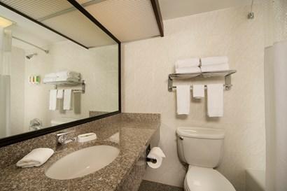 Drury Inn & Suites Fairview Heights - Bathroom