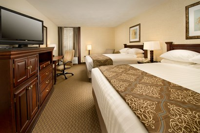 Drury Inn & Suites Fairview Heights - Deluxe Queen Guestroom