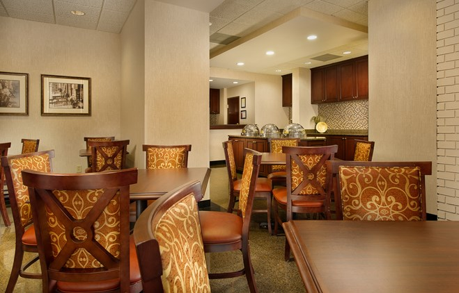 Drury Inn & Suites Collinsville - Dining Area