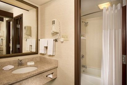 Drury Inn & Suites Collinsville - Bathroom