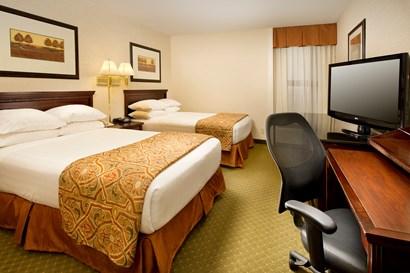 Drury Inn & Suites Collinsville - Deluxe Queen Guestroom