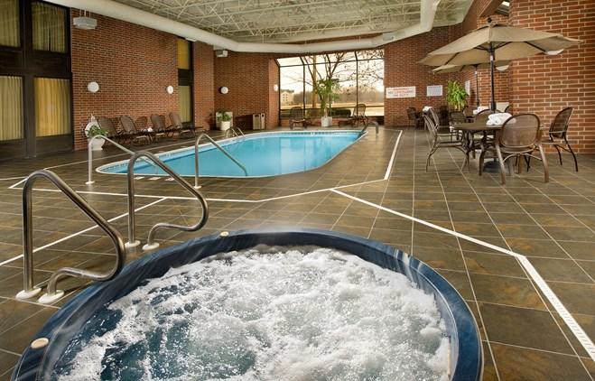 Drury Inn & Suites Springfield IL - Indoor/Outdoor Pool