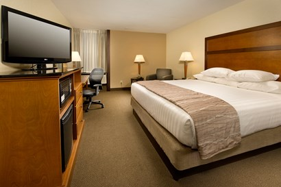 Drury Inn & Suites Springfield IL - Deluxe King Guestroom