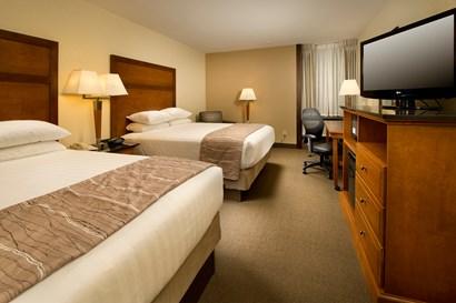 Drury Inn & Suites Springfield IL - Deluxe Queen Guestroom