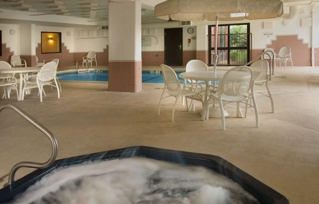 Drury Inn & Suites Marion - Indoor Pool