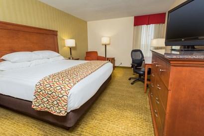 Drury Inn & Suites Marion - Deluxe King Guestroom