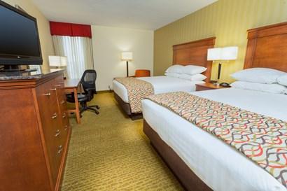 Drury Inn & Suites Marion - Deluxe Queen Guestroom