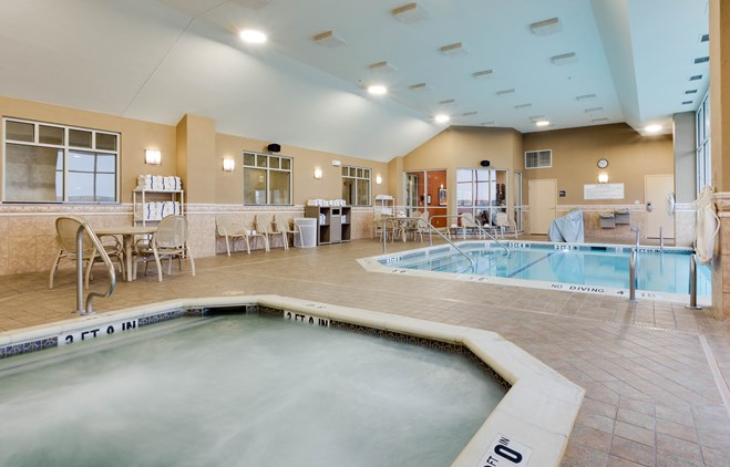 Drury Inn & Suites O'Fallon - Indoor/Outdoor Pool