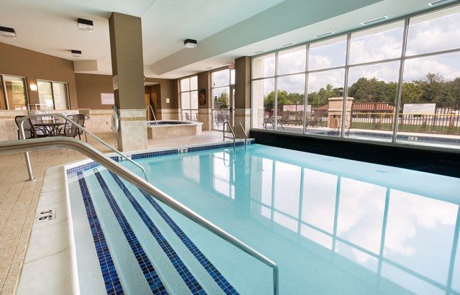 Drury Inn & Suites Mount Vernon - Indoor/Outdoor Pool