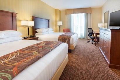 Drury Inn & Suites Mount Vernon - Deluxe Queen Guestroom