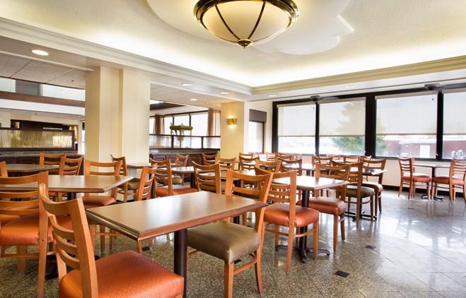 Drury Inn & Suites Evansville - Dining Area