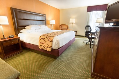 Drury Inn & Suites Evansville - Deluxe King Guestroom