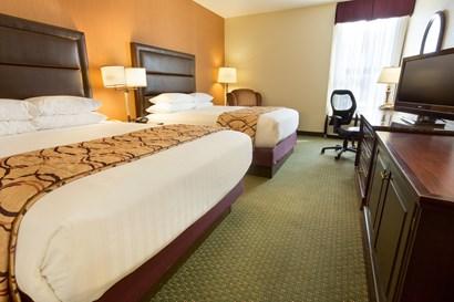 Drury Inn & Suites Evansville - Deluxe Queen Guestroom
