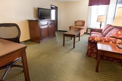 Drury Inn & Suites Evansville - Two-room Suite Guestroom