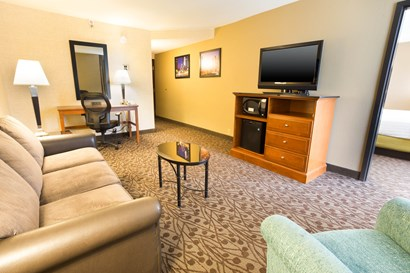 Drury Inn & Suites Atlanta Airport - Two-room Suite Guestroom