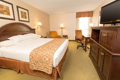Drury Inn Indianapolis Northwest - Deluxe King Guestroom