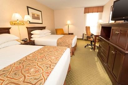 Drury Inn Indianapolis Northwest - Deluxe Queen Guestroom