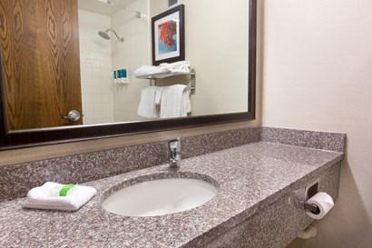 Pear Tree Inn Terre Haute - Bathroom