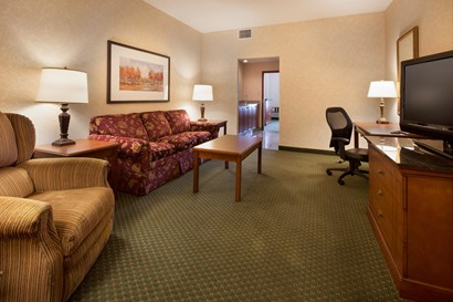 Drury Inn & Suites Indianapolis Northeast - Two-room Suite Guestroom