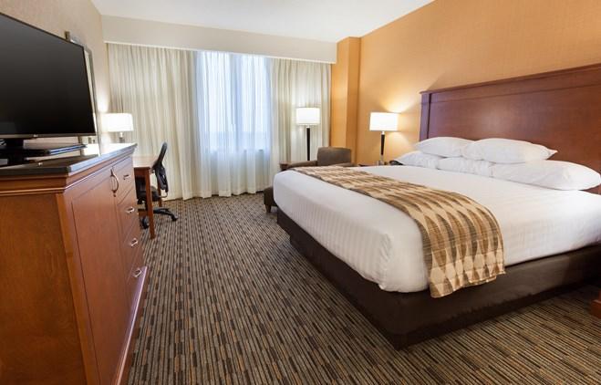 Drury Plaza Hotel Indianapolis Carmel - Deluxe King Guestroom