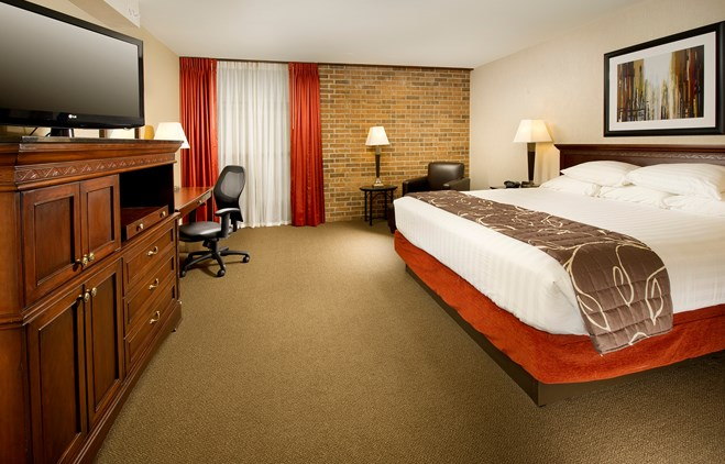 Drury Inn & Suites Kansas City Shawnee Mission - Deluxe King Guestroom