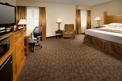 Drury Plaza Hotel Broadview Wichita Deluxe King Guestroom