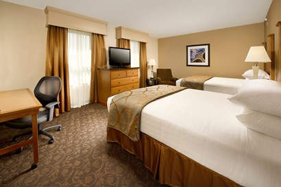 Drury Plaza Hotel Broadview Wichita - Deluxe Queen Guestroom