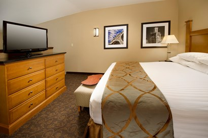 Drury Plaza Hotel Broadview Wichita - Two-room Suite Guestroom