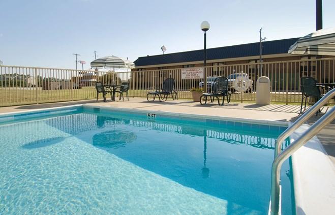 Pear Tree Inn Paducah - Outdoor Pool