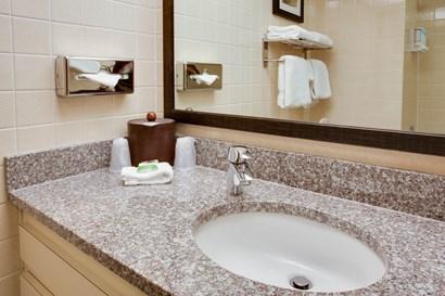 Pear Tree Inn Paducah - Bathroom