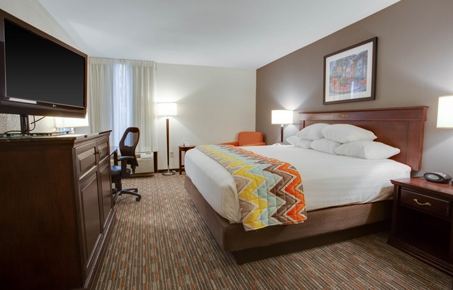 Pear Tree Inn Paducah - Deluxe King Guestroom
