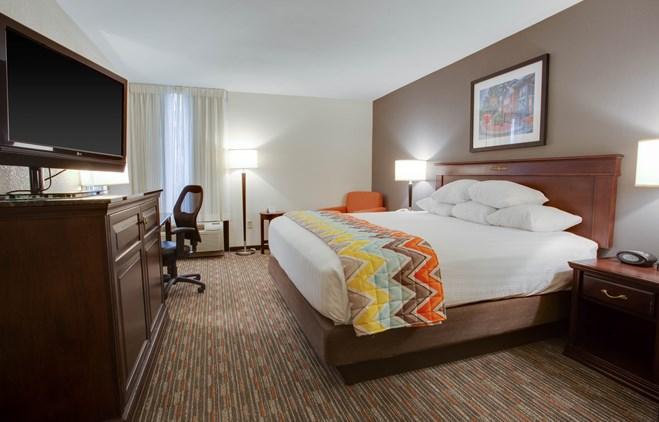 Pear Tree Inn Paducah - Deluxe King Guestroom