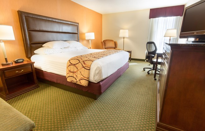 Drury Inn Bowling Green - Deluxe King Guestroom