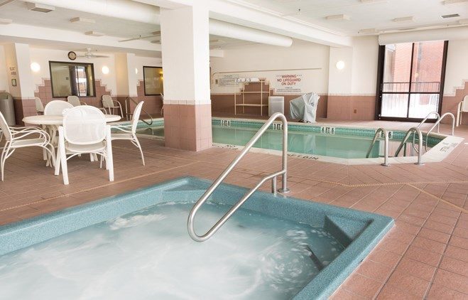 Drury Inn Bowling Green - Indoor/Outdoor Pool