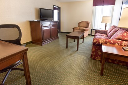 Drury Inn Bowling Green - Two-room Suite Guestroom