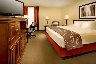 Drury Inn Paducah - Deluxe King Guestroom